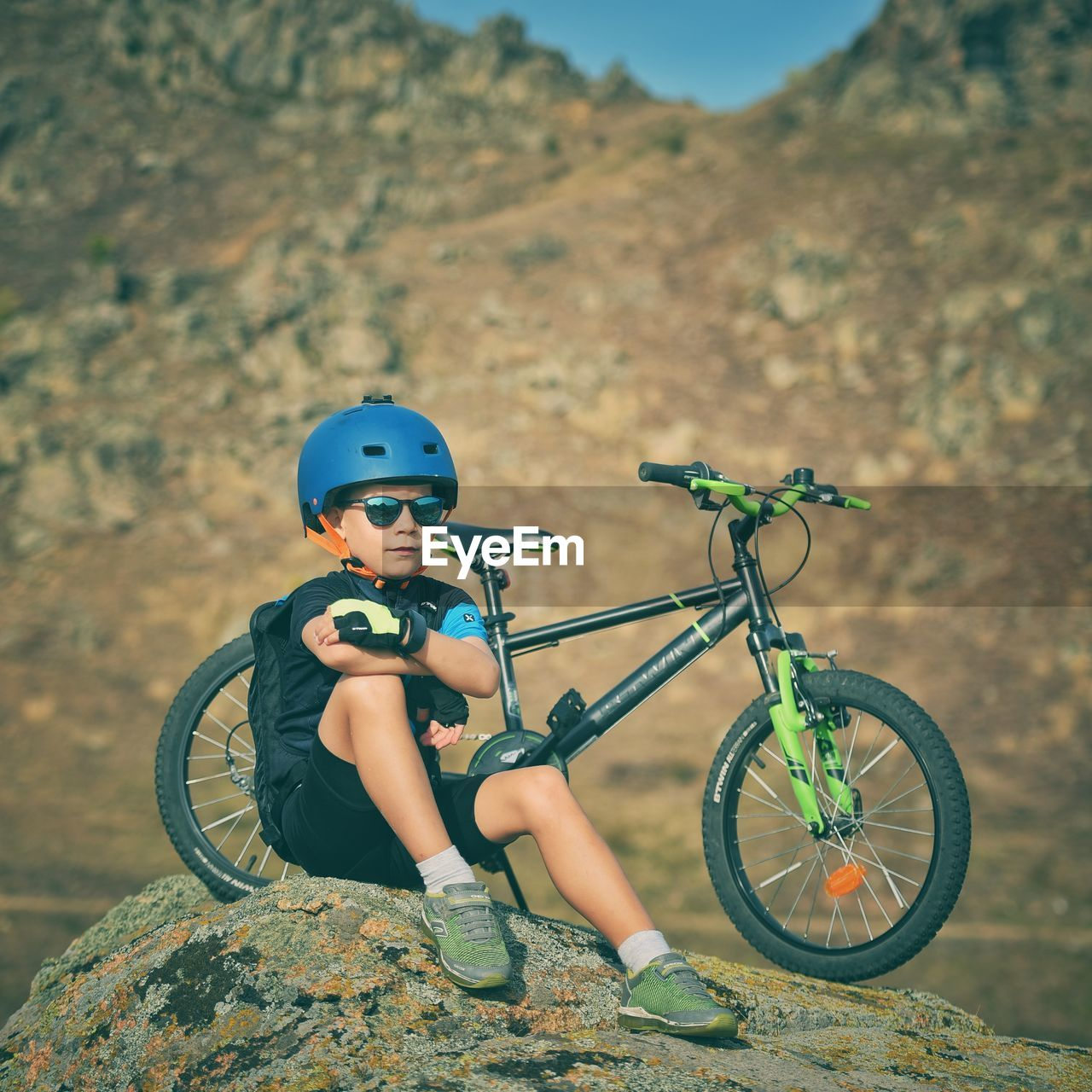 bicycle, transportation, helmet, lifestyles, real people, childhood, leisure activity, one person, land vehicle, headwear, child, mode of transportation, day, men, focus on foreground, riding, ride, nature, land, outdoors