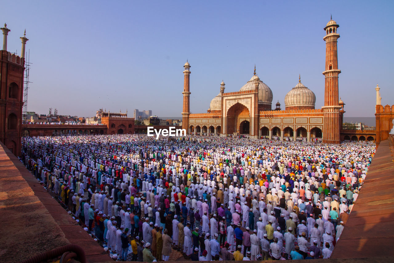 Early this morning, delhi's magnificent jama masjid witnessed a sea of namaziz