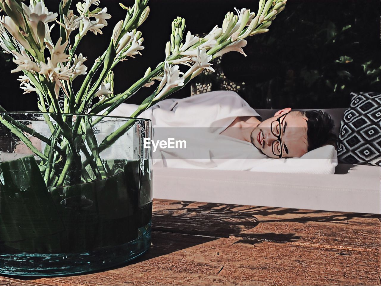 one person, relaxation, real people, young adult, lifestyles, lying down, leisure activity, eyes closed, plant, sleeping, nature, adult, young women, portrait, women, resting, indoors, headshot