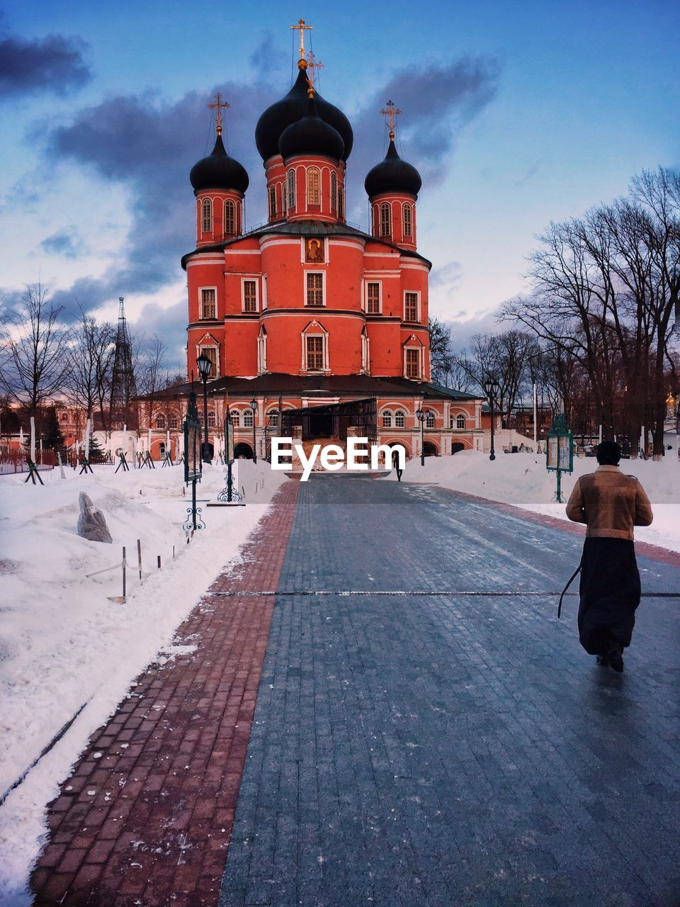 building exterior, architecture, built structure, winter, cold temperature, snow, sky, real people, nature, tree, building, rear view, day, people, lifestyles, city, outdoors, women, full length, warm clothing