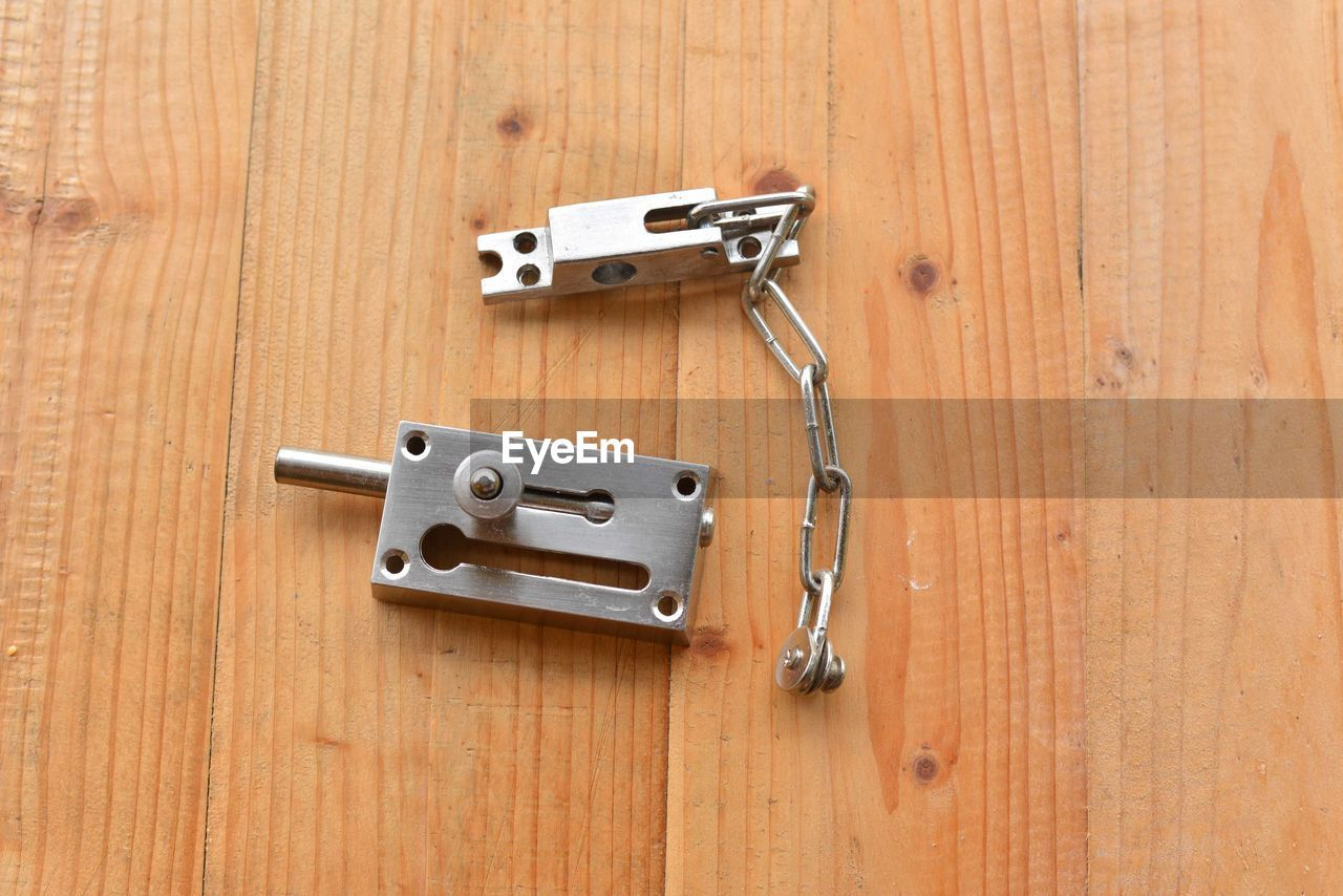 wood - material, safety, lock, metal, security, protection, entrance, door, indoors, no people, latch, handle, close-up, home ownership, closed, apartment, wood, house, building, alloy, steel, wood grain, silver colored, chrome