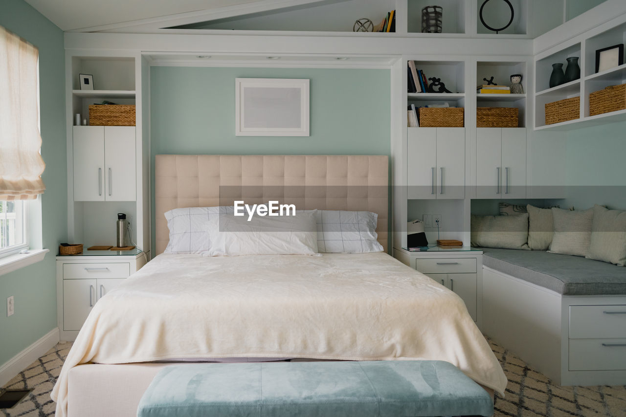 VIEW OF AN EMPTY BED