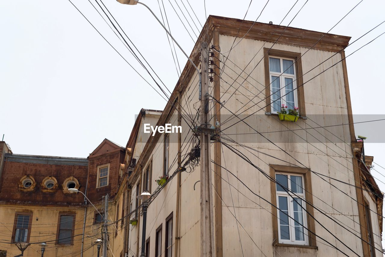 architecture, building exterior, built structure, low angle view, cable, window, residential building, house, no people, outdoors, day, clear sky, sky