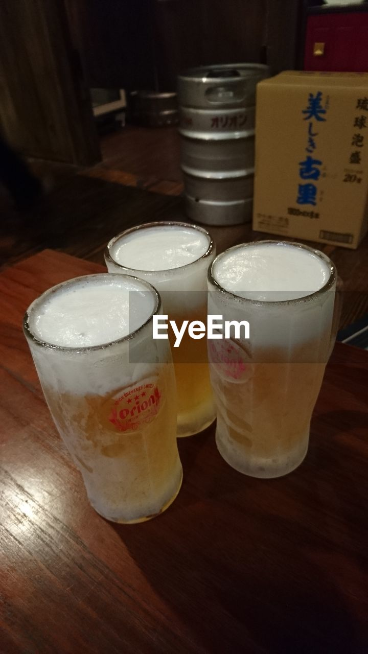 drink, food and drink, refreshment, table, indoors, beer glass, alcohol, drinking glass, wood - material, frothy drink, beer - alcohol, freshness, beer, no people, high angle view, close-up, food, day