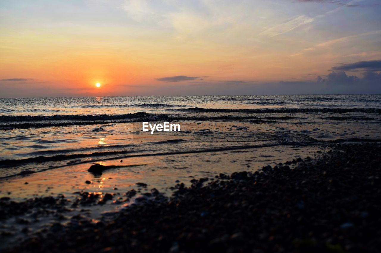 sunset, sea, water, beauty in nature, nature, sun, sky, scenics, beach, tranquil scene, orange color, tranquility, shore, reflection, idyllic, horizon over water, outdoors, no people, sunlight, cloud - sky, wave
