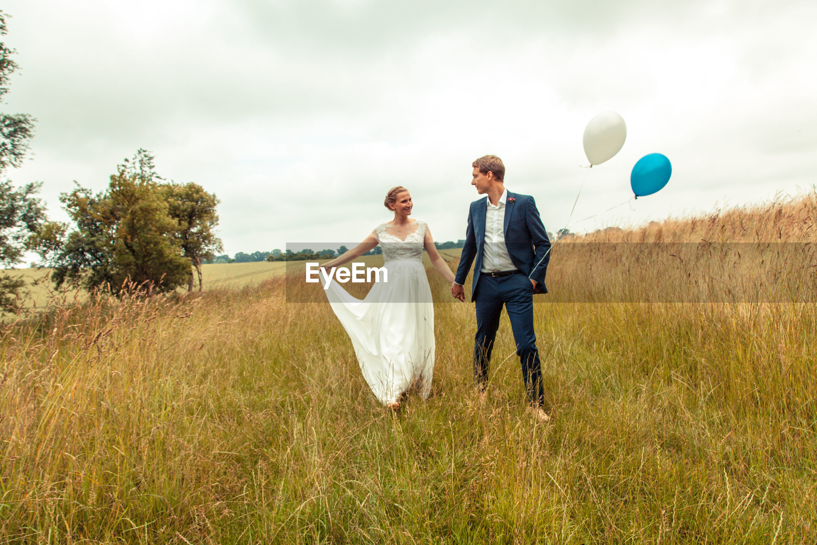two people, togetherness, full length, sky, cloud - sky, outdoors, nature, women, adults only, bride, bridegroom, wedding, wife, wedding dress, people, adult, young women, day
