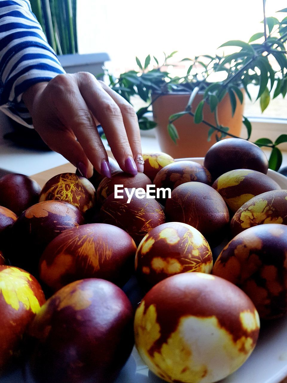 food, food and drink, freshness, hand, human hand, one person, real people, healthy eating, wellbeing, fruit, human body part, holding, day, large group of objects, unrecognizable person, close-up, men, selective focus, lifestyles, finger