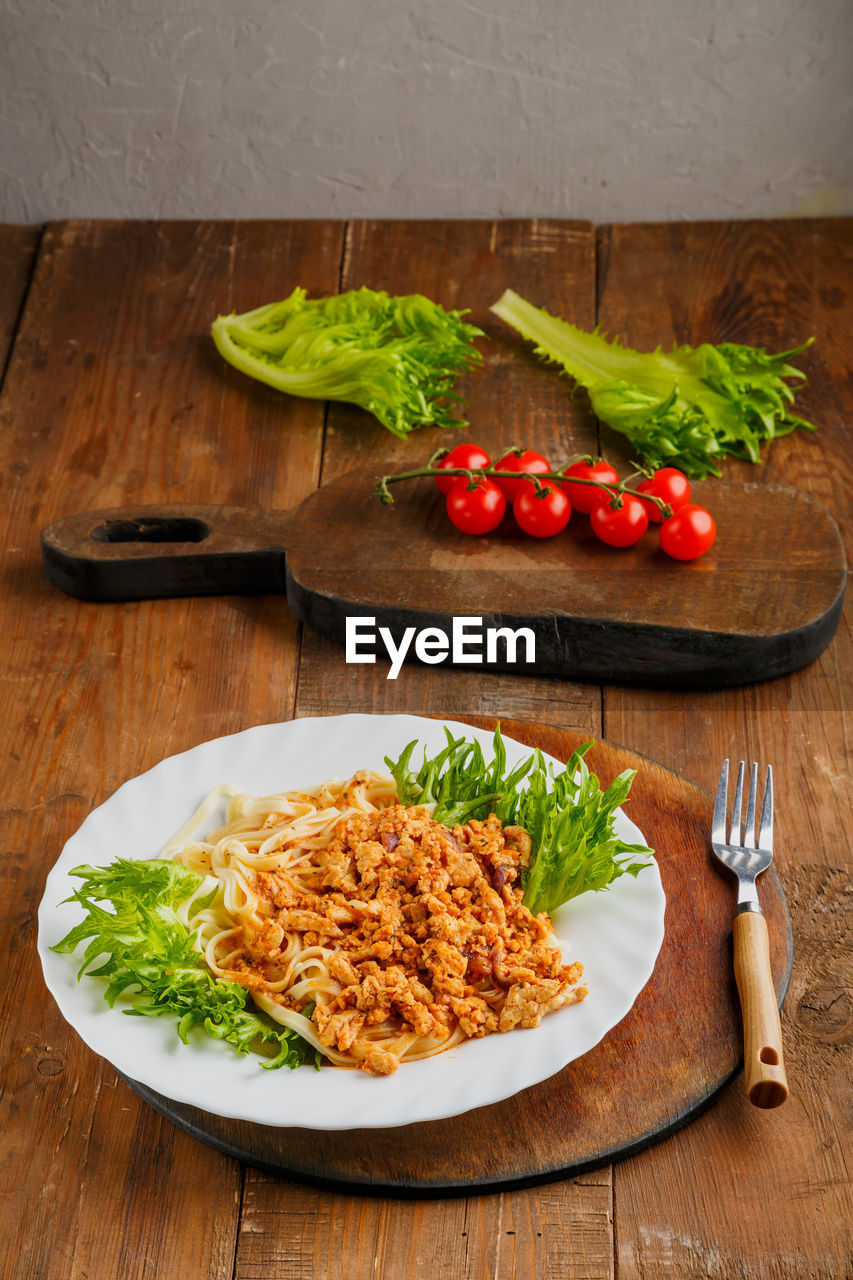 FOOD ON PLATE WITH TABLE