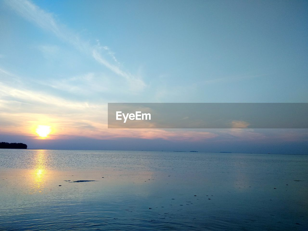 sky, water, scenics - nature, beauty in nature, sea, tranquil scene, tranquility, sunset, horizon, horizon over water, cloud - sky, idyllic, nature, no people, waterfront, non-urban scene, reflection, remote, outdoors