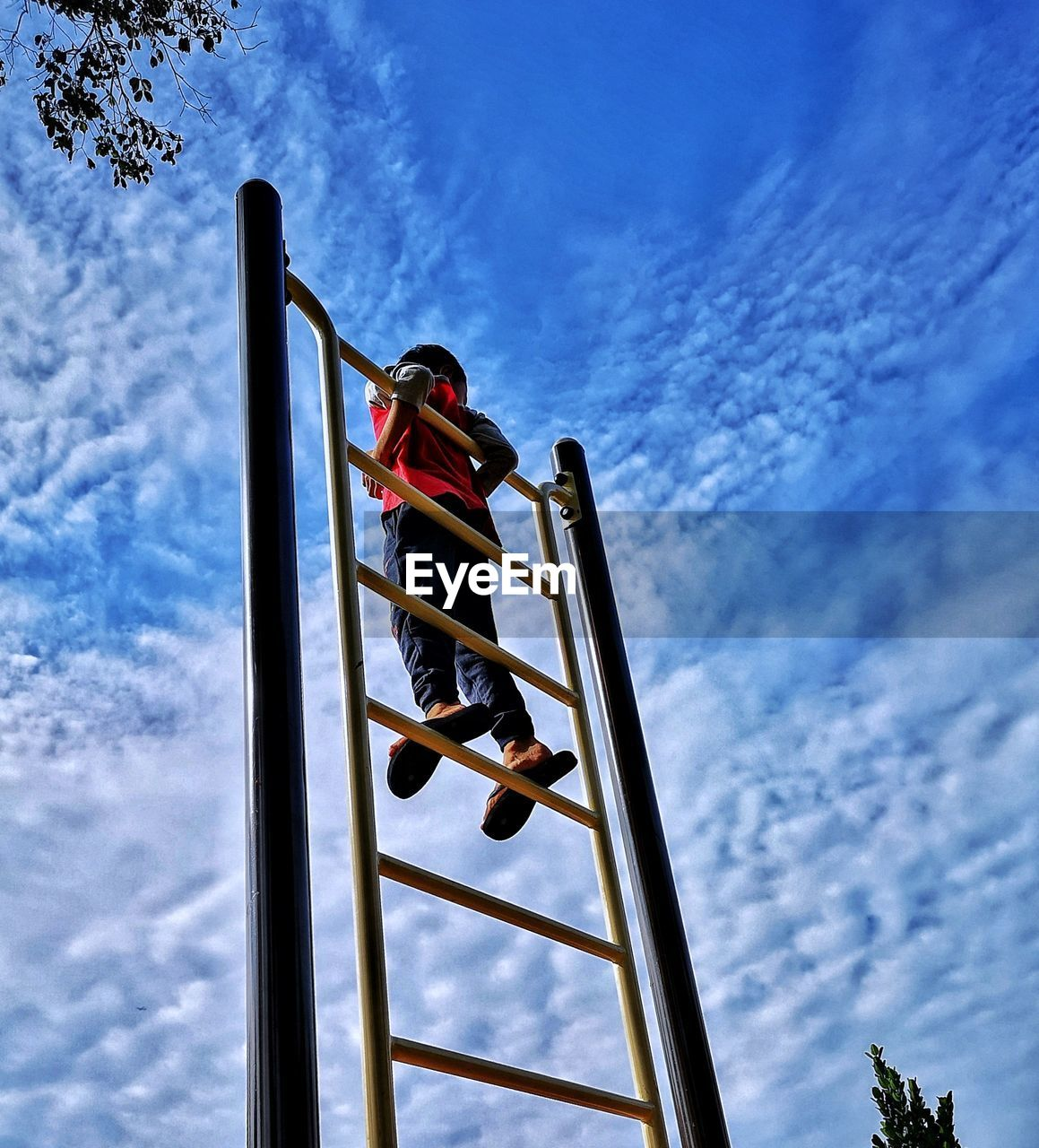 low angle view, cloud - sky, sky, nature, day, one person, outdoors, real people, lifestyles, patriotism, blue, leisure activity, pole, men, flag