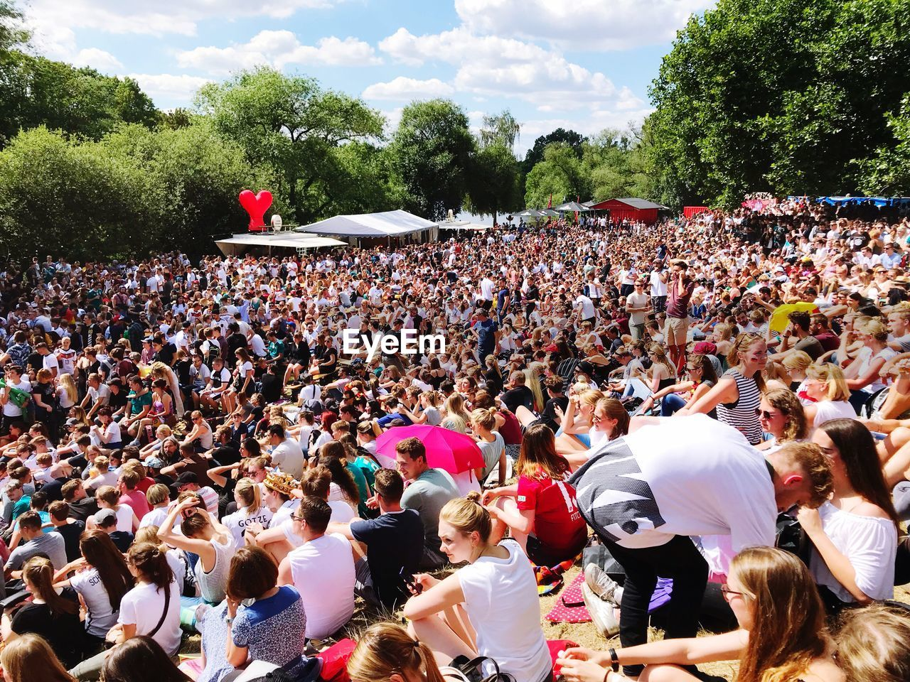 crowd, group of people, real people, large group of people, women, leisure activity, men, day, togetherness, tree, enjoyment, arts culture and entertainment, event, lifestyles, adult, nature, plant, outdoors, festival, spectator, music festival, popular music concert, stage