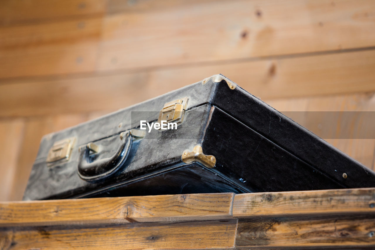 wood - material, no people, still life, indoors, metal, old, table, selective focus, focus on foreground, day, close-up, communication, finance, brown, wood, box, architecture, business, history, hand saw, plane