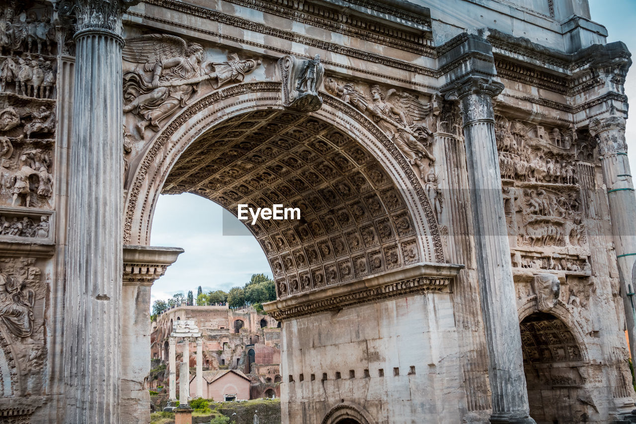 architecture, arch, built structure, the past, history, travel destinations, tourism, building exterior, travel, city, low angle view, triumphal arch, monument, ancient, old, no people, day, craft, memorial, architectural column, outdoors, ruined, ancient civilization, carving, arched