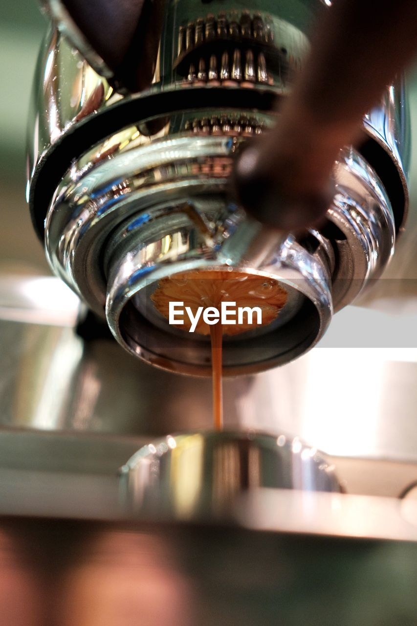 human hand, one person, hand, pouring, human body part, real people, indoors, food and drink, selective focus, holding, preparation, unrecognizable person, coffee - drink, close-up, motion, coffee, drink, food, preparing food, finger