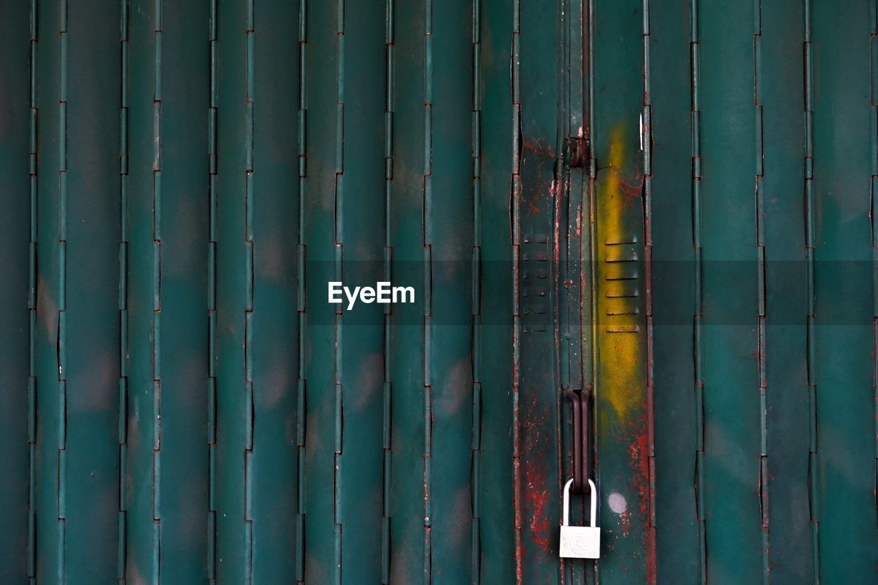 safety, full frame, security, backgrounds, protection, pattern, no people, metal, wood - material, green color, close-up, day, textured, wall - building feature, boundary, fence, barrier, outdoors, architecture, built structure, corrugated, bamboo - plant