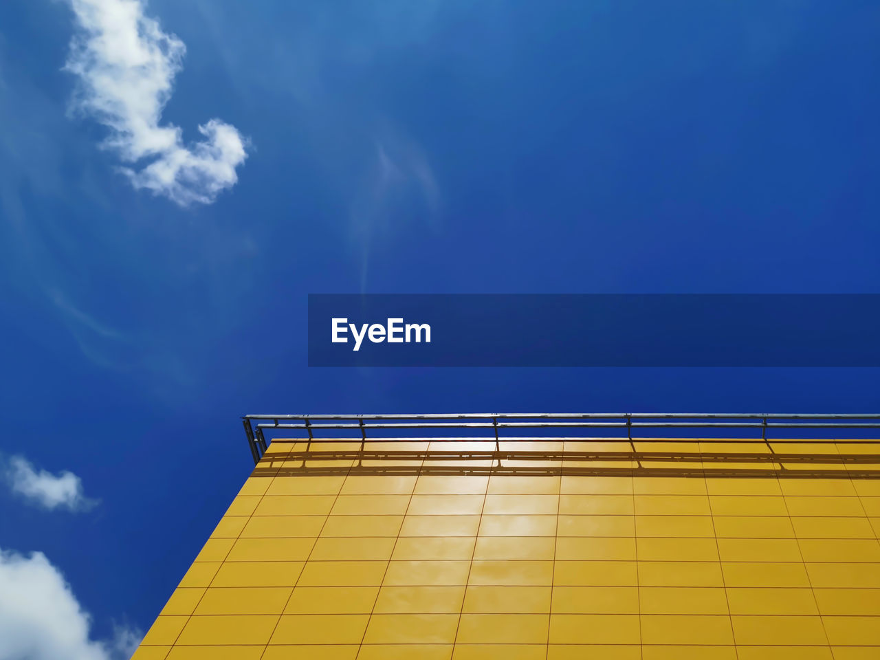sky, low angle view, cloud - sky, built structure, blue, architecture, yellow, no people, nature, building exterior, sunlight, day, outdoors, copy space, building, wall - building feature, office building exterior, pattern, reflection, window