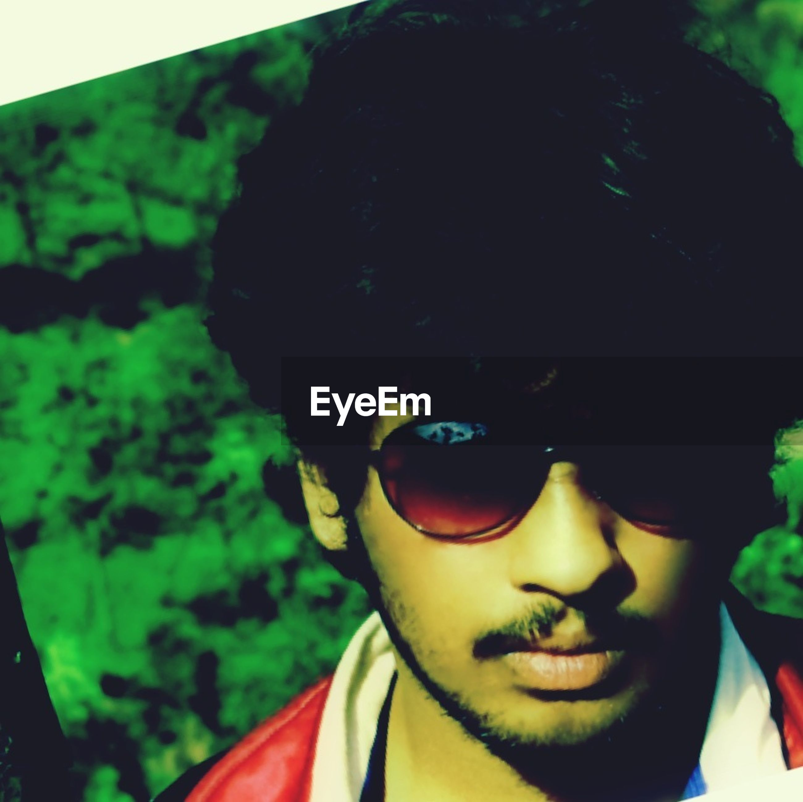 headshot, portrait, looking at camera, young adult, close-up, person, human face, front view, head and shoulders, sunglasses, lifestyles, leisure activity, young men, focus on foreground, smiling, auto post production filter