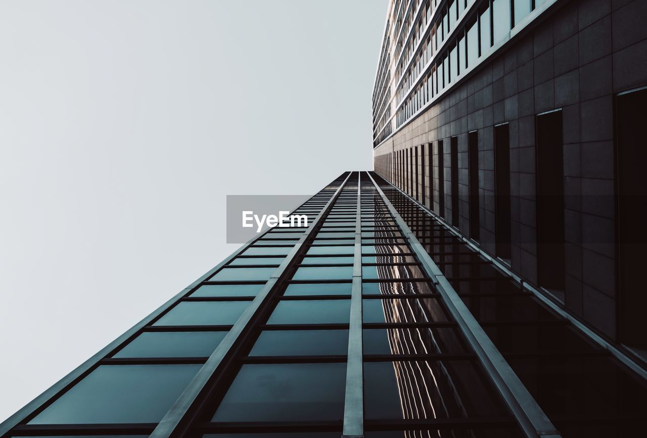 built structure, architecture, building exterior, building, low angle view, office, sky, clear sky, city, modern, office building exterior, glass - material, no people, window, tall - high, nature, reflection, day, copy space, outdoors, skyscraper, glass, directly below