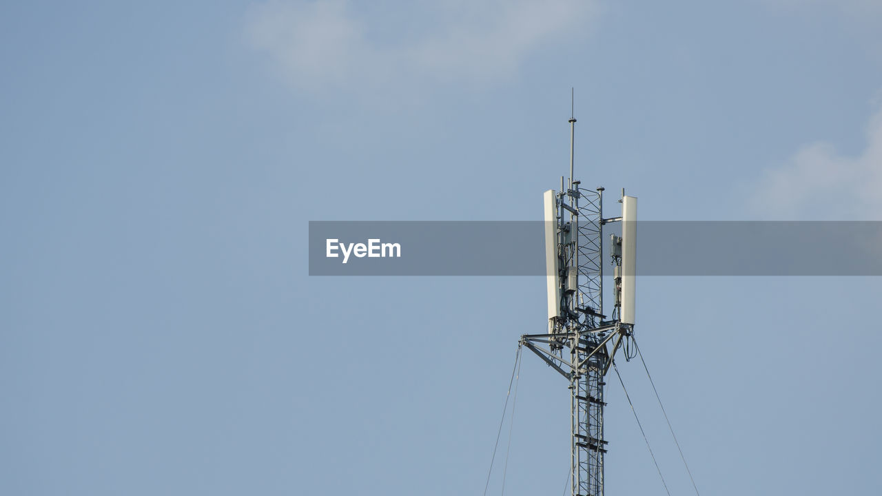 sky, antenna - aerial, low angle view, communication, technology, tower, no people, nature, copy space, connection, tall - high, built structure, architecture, blue, day, outdoors, telecommunications equipment, fuel and power generation, metal, electrical equipment, power supply, global communications