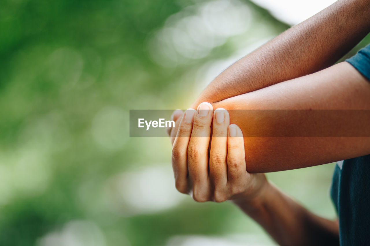 human hand, hand, human body part, focus on foreground, real people, body part, day, people, lifestyles, human finger, finger, togetherness, close-up, women, leisure activity, two people, child, bonding, men, outdoors, care, human limb
