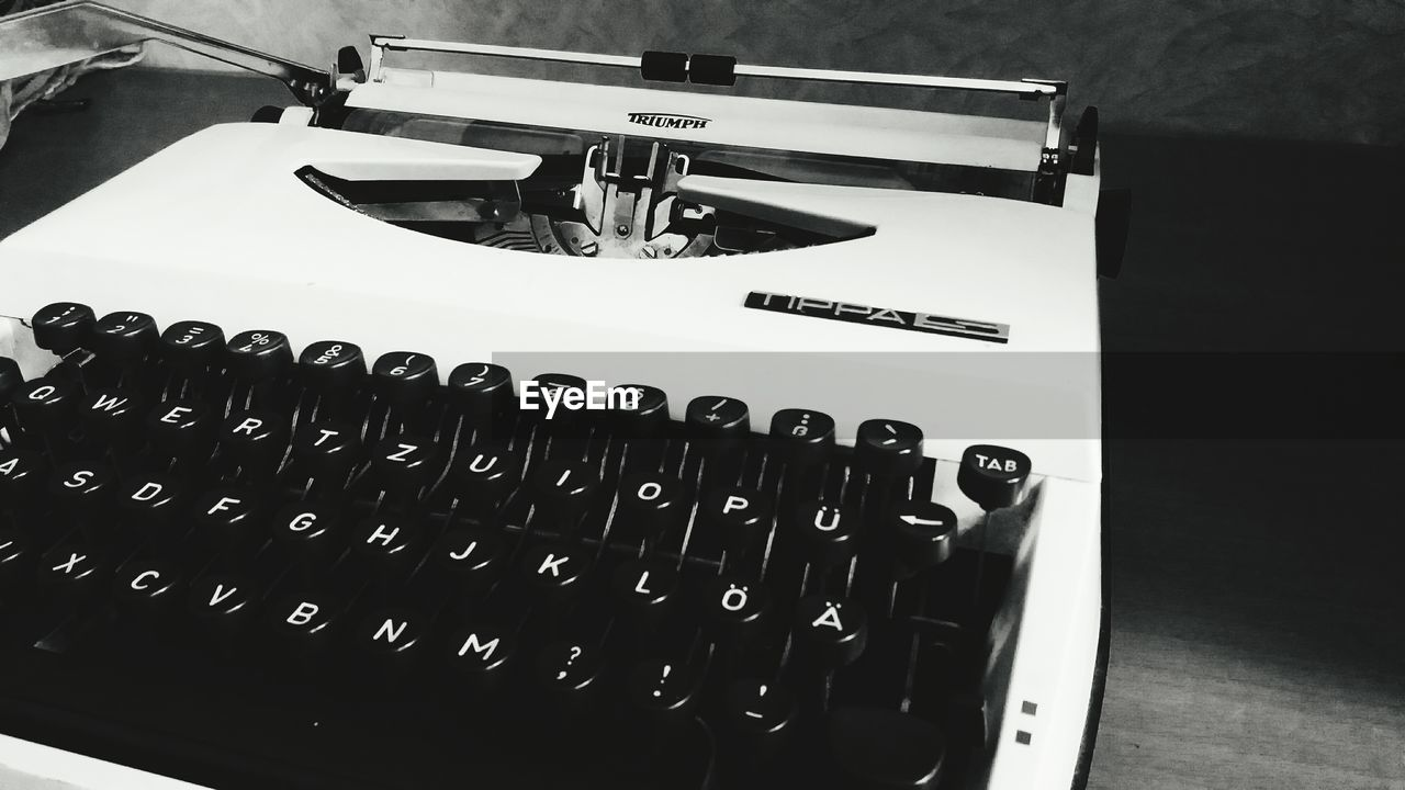 indoors, typewriter, table, no people, old-fashioned, alphabet, close-up, technology, day, keyboard