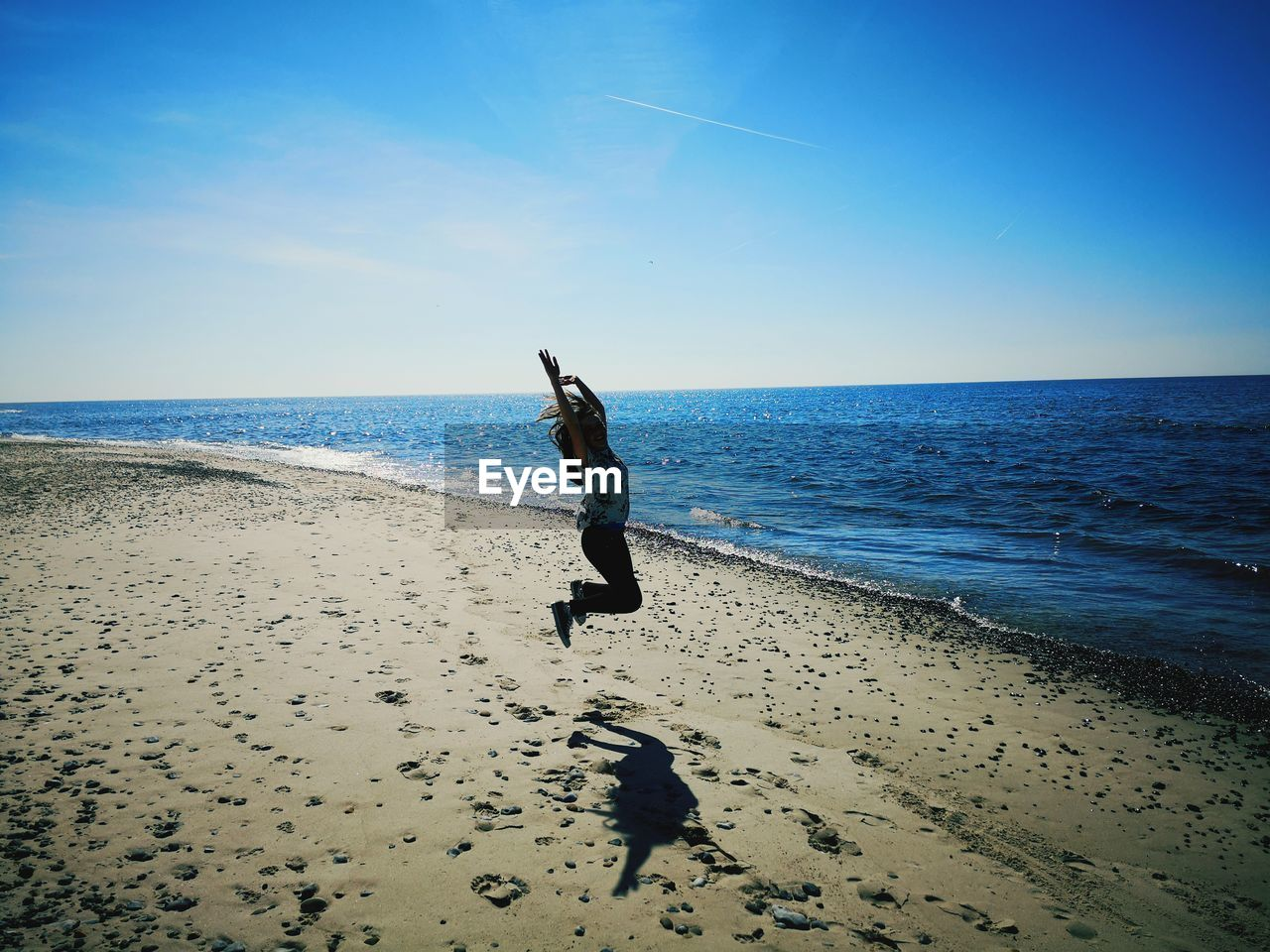 sky, sea, beach, water, land, horizon over water, horizon, sand, scenics - nature, beauty in nature, real people, leisure activity, nature, full length, one person, lifestyles, day, tranquility, outdoors