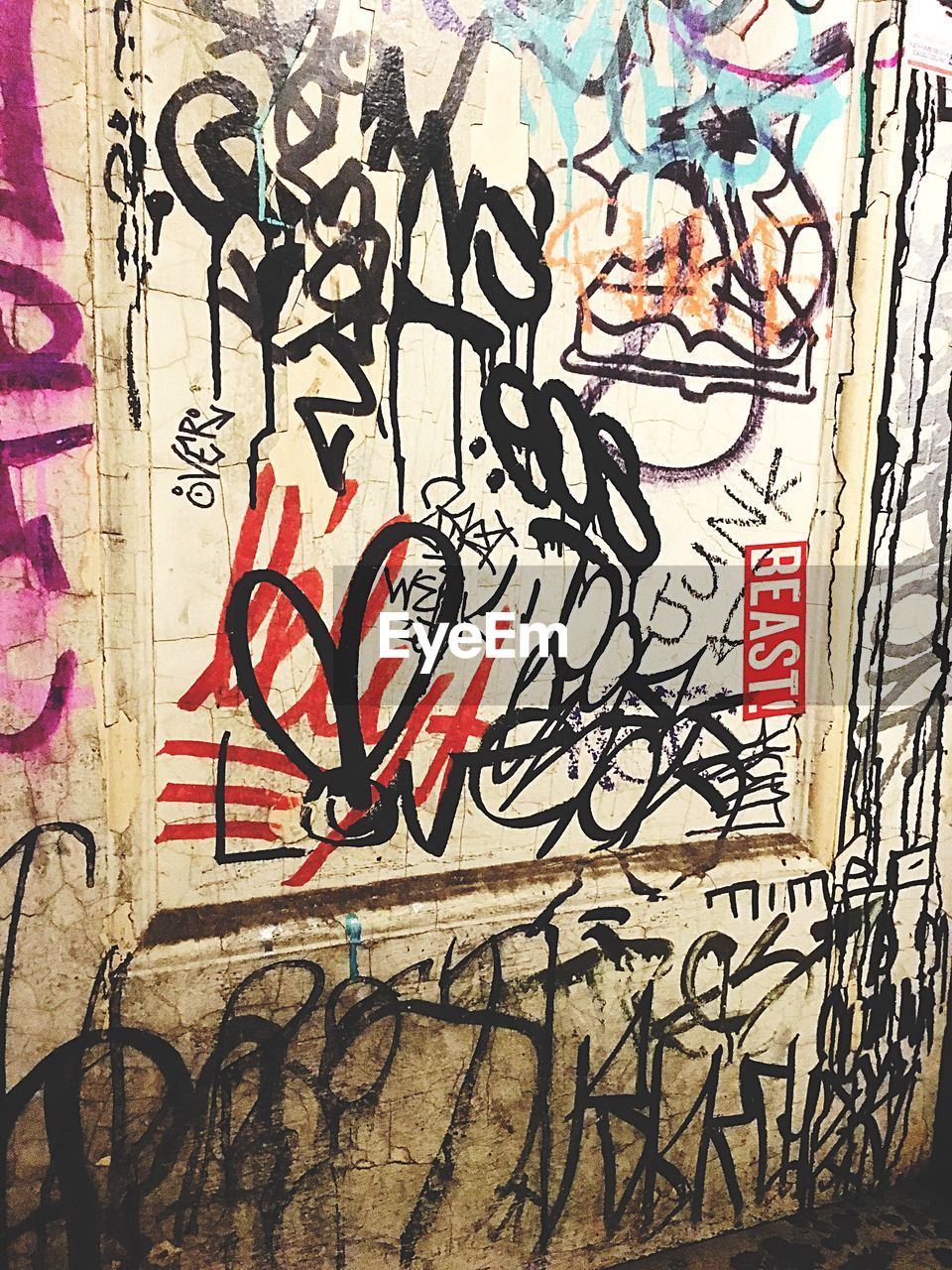 graffiti, art and craft, wall - building feature, street art, spray paint, built structure, day, architecture, no people, outdoors