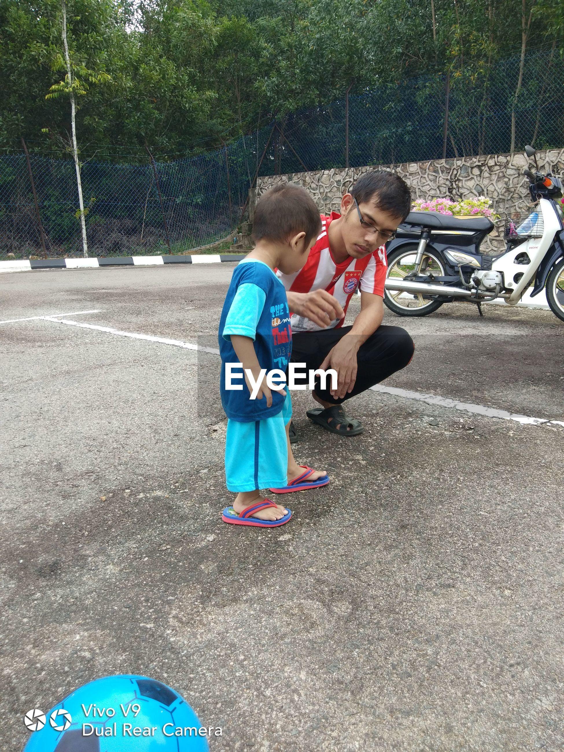 BOY AND GIRL WITH UMBRELLA