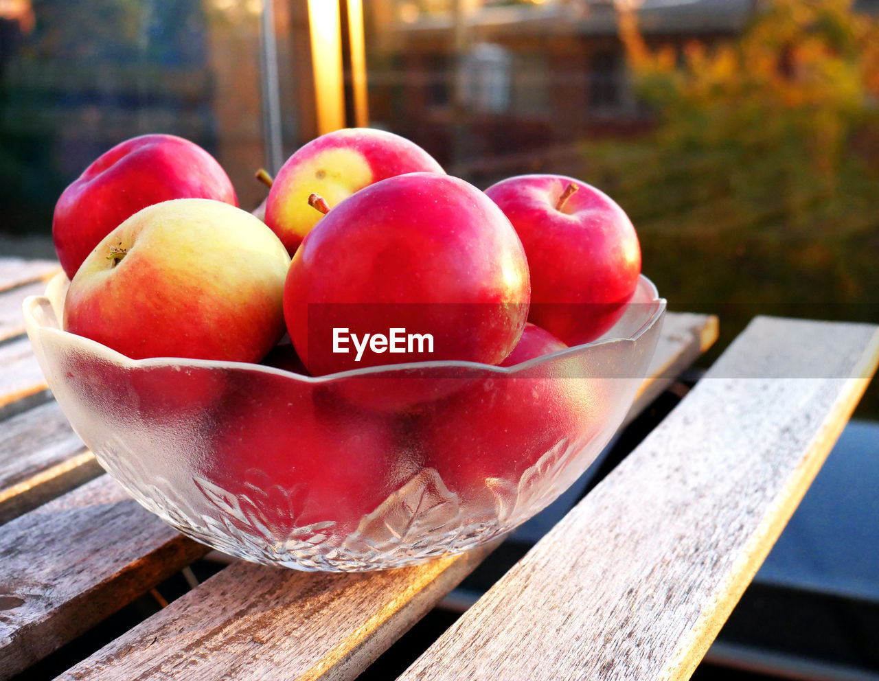 food and drink, food, healthy eating, fruit, freshness, table, wellbeing, red, wood - material, focus on foreground, close-up, no people, day, still life, apple - fruit, outdoors, container, high angle view, nature, bench, ripe, tray