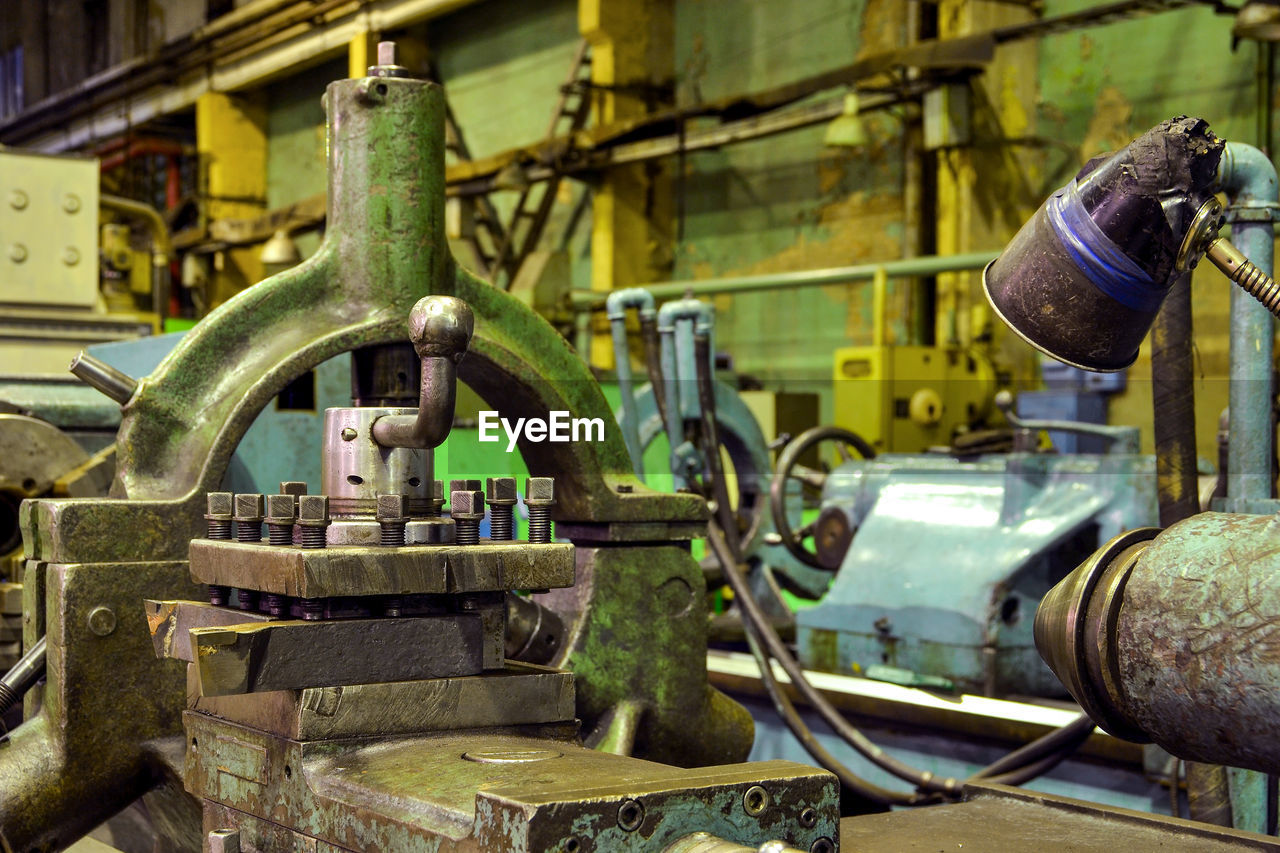 metal, machinery, industry, factory, old, no people, equipment, rusty, abandoned, day, machine part, technology, indoors, close-up, selective focus, fuel and power generation, valve, pipe - tube, focus on foreground, manufacturing equipment, machine valve, industrial equipment, production line, metal industry