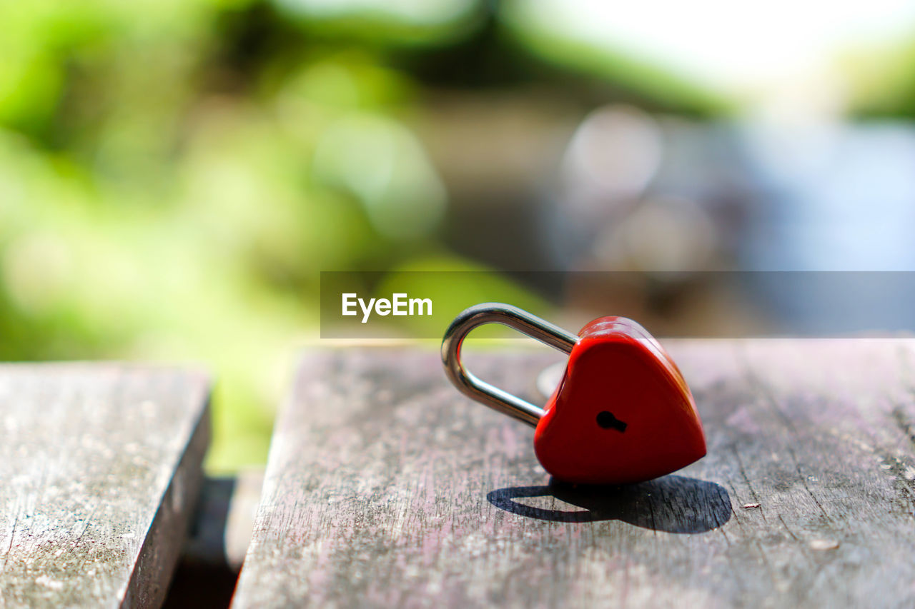 wood - material, red, selective focus, day, close-up, no people, focus on foreground, nature, sunlight, outdoors, heart shape, still life, metal, table, solid, love, positive emotion, green color, creativity, emotion