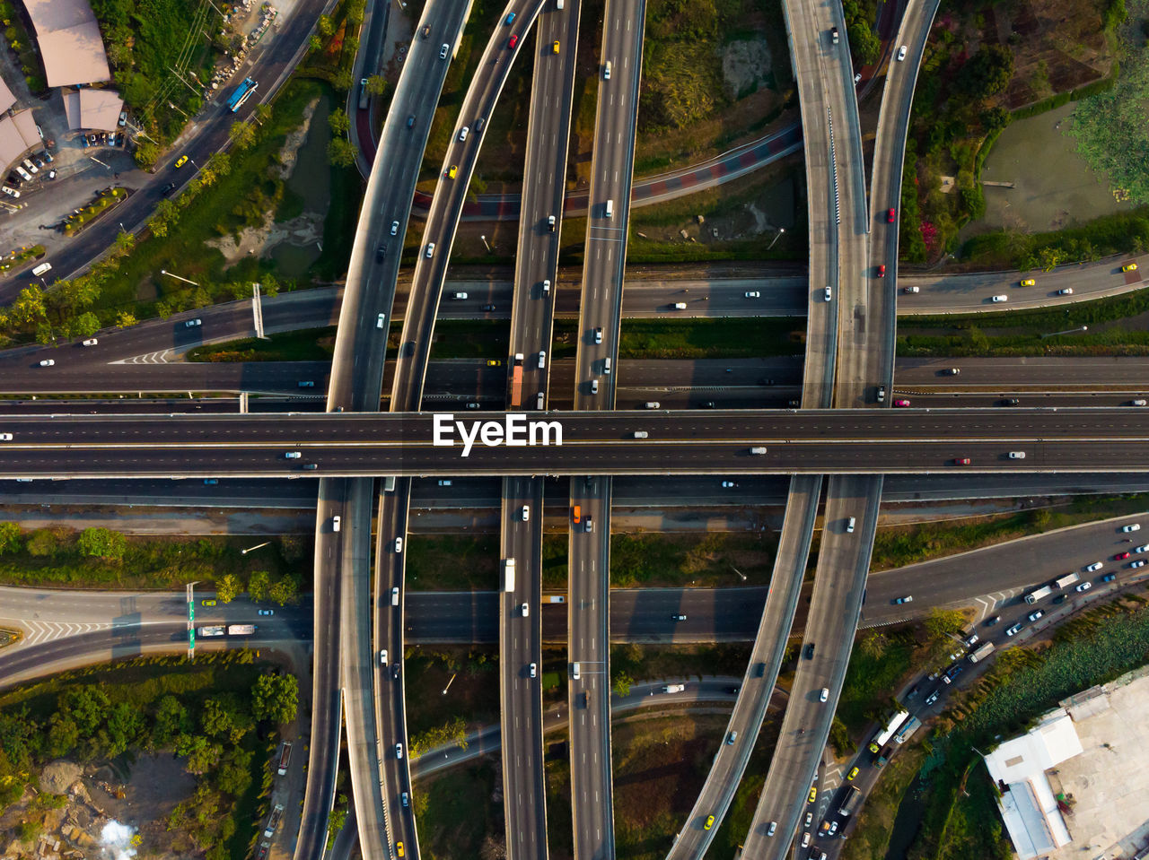 road, architecture, city, transportation, built structure, no people, connection, car, outdoors, high angle view, motor vehicle, highway, mode of transportation, street, building exterior, nature, plant, land vehicle, motion, day, multiple lane highway, overpass, complexity