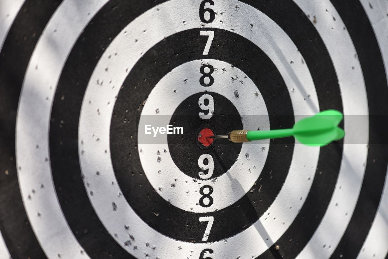 sports target, sport, number, accuracy, close-up, no people, target shooting, aiming, circle, geometric shape, leisure activity, shape, black color, skill, challenge, achievement, scoring, recreational pursuit, full frame, indoors, arrow