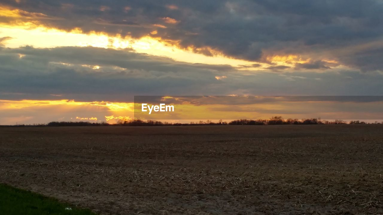 sunset, nature, landscape, beauty in nature, tranquil scene, tranquility, field, sky, scenics, cloud - sky, agriculture, no people, outdoors, rural scene, day