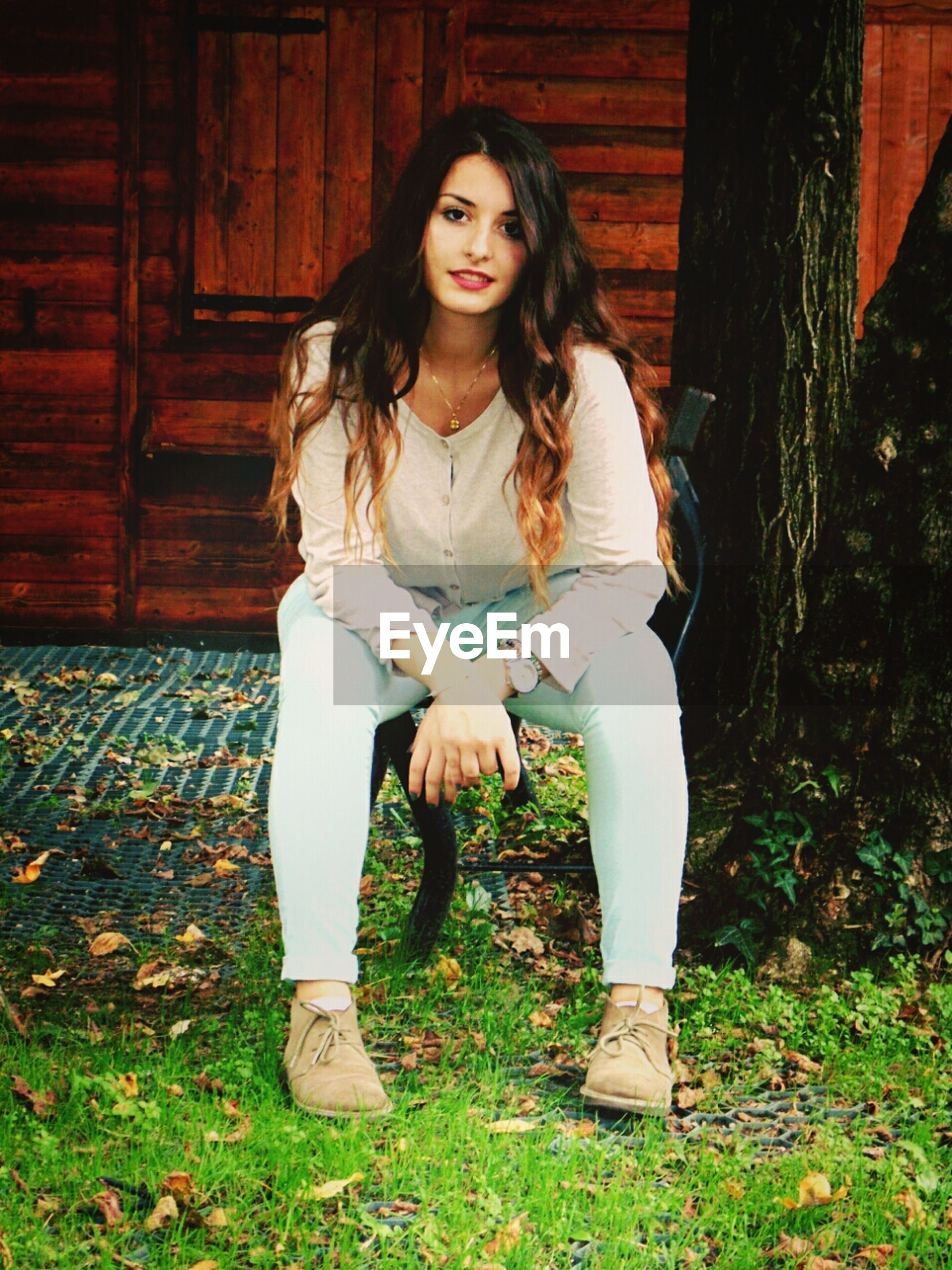 young adult, young women, person, standing, looking at camera, portrait, front view, casual clothing, lifestyles, long hair, three quarter length, full length, leisure activity, smiling, grass, fashion, beauty