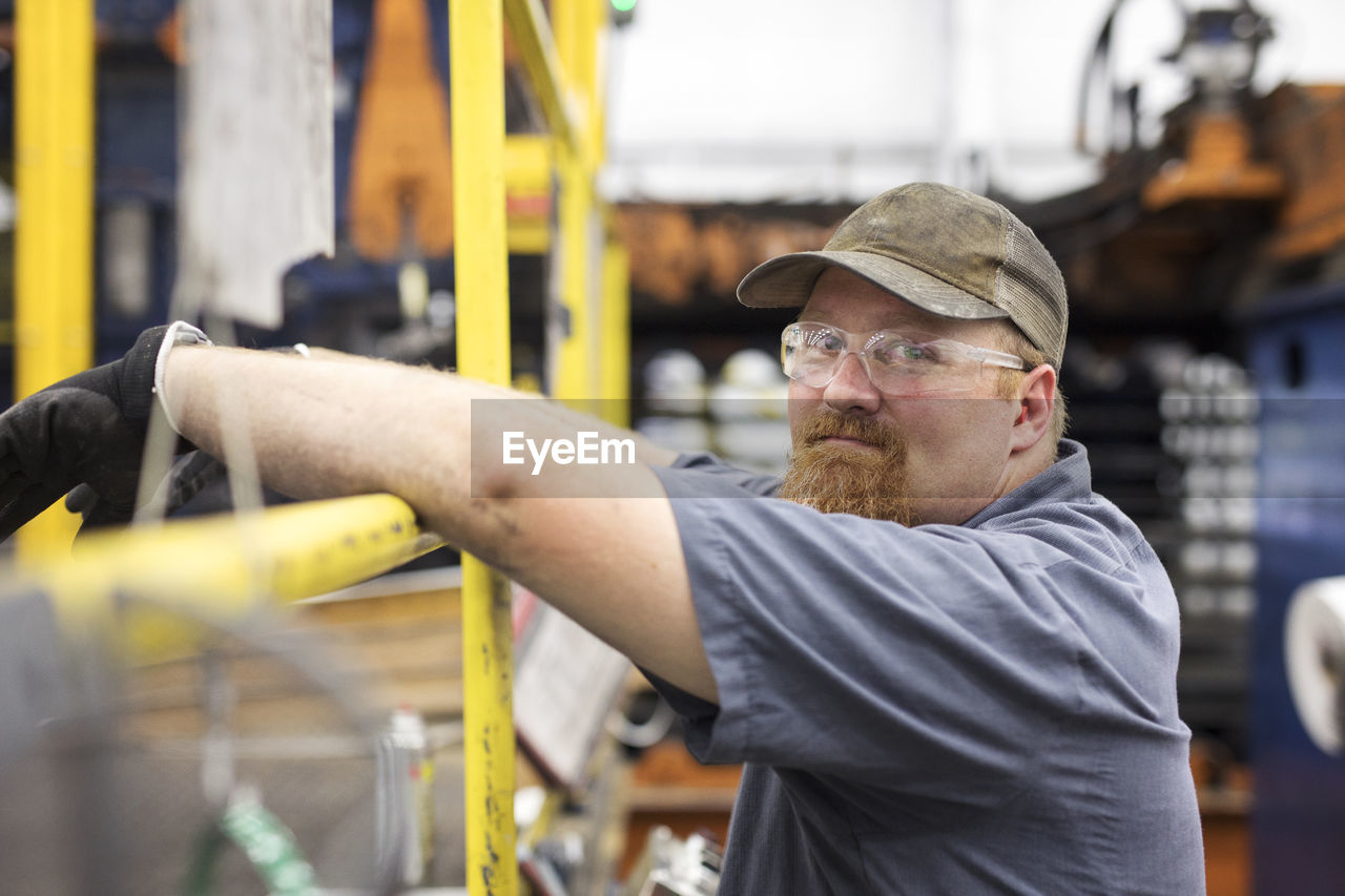 PORTRAIT OF MAN WORKING AT CONSTRUCTION