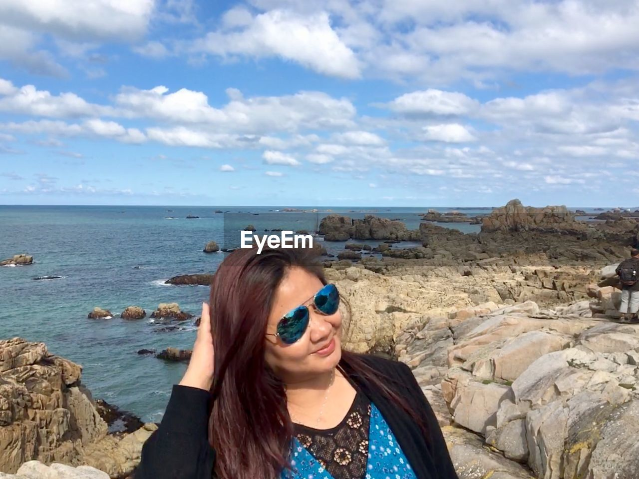 sky, one person, lifestyles, cloud - sky, glasses, real people, water, sunglasses, leisure activity, fashion, sea, beauty in nature, young adult, scenics - nature, day, nature, front view, young women, land, hairstyle, outdoors, hair, horizon over water