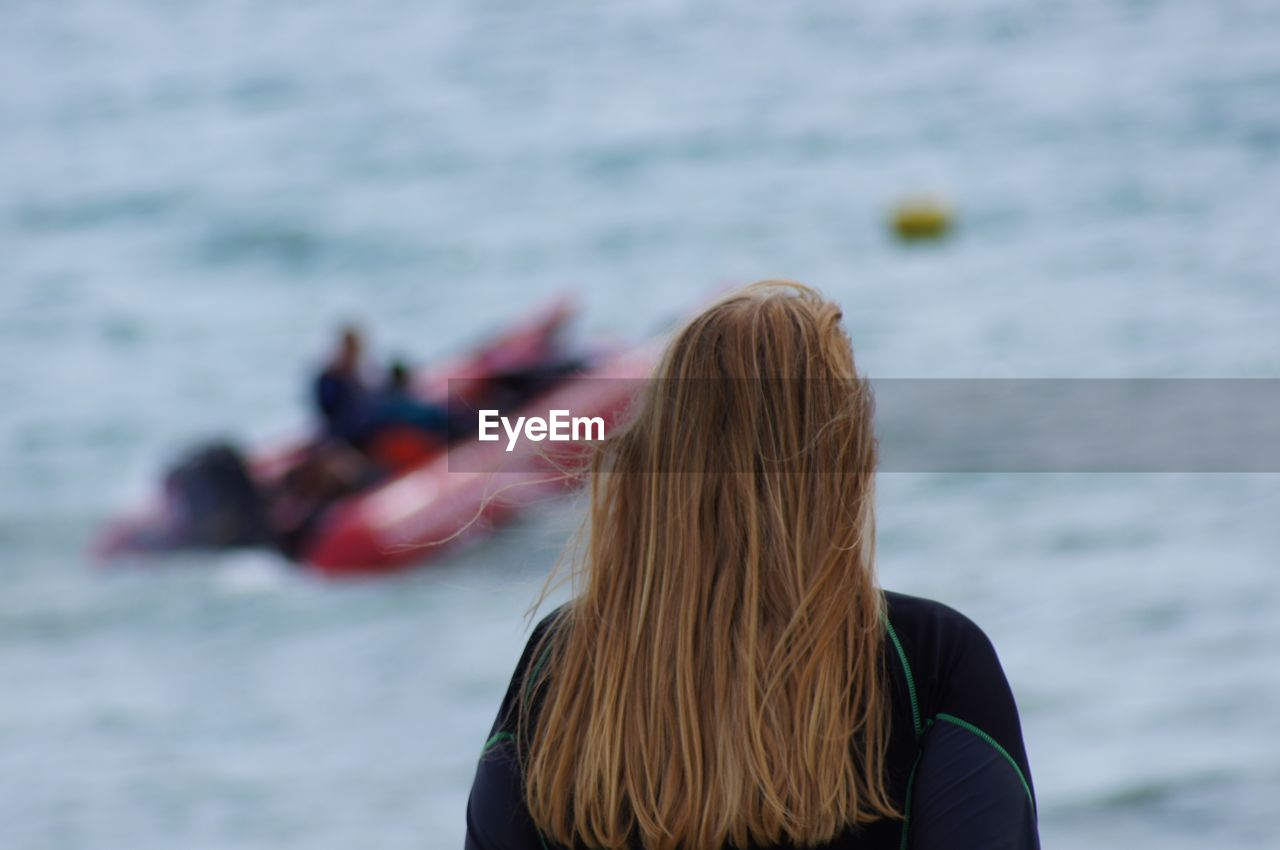 water, sea, lifestyles, real people, leisure activity, women, rear view, hair, hairstyle, long hair, focus on foreground, adult, people, day, nature, headshot, outdoors, vacations