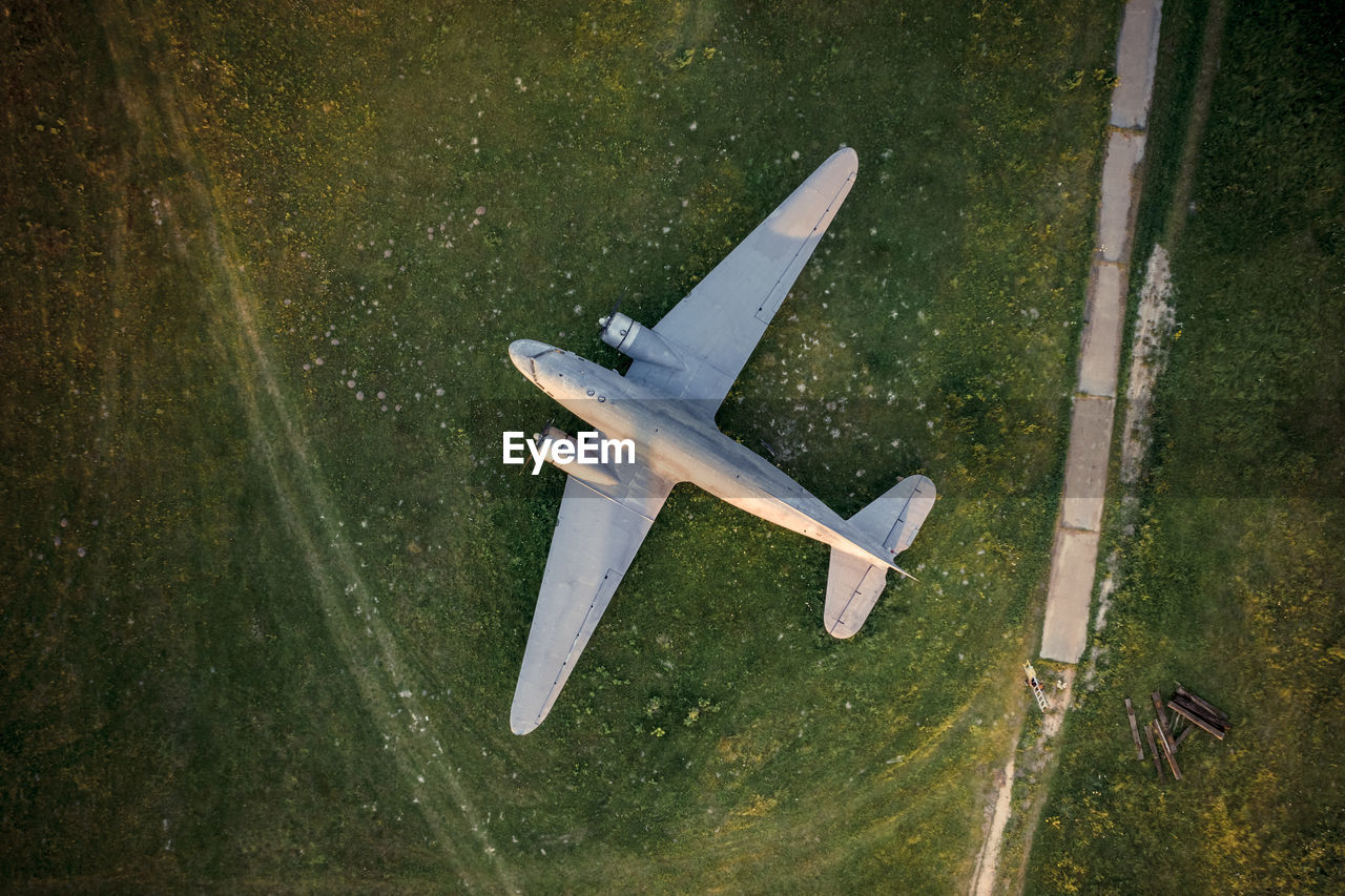 VIEW OF A AIRPLANE SIGN