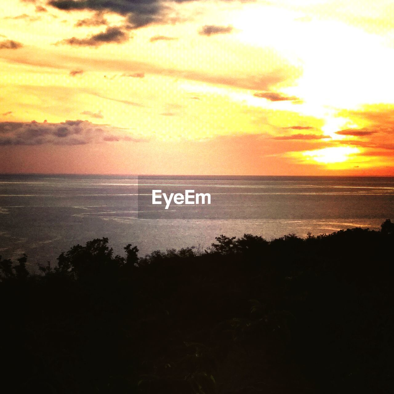 sky, sunset, scenics - nature, sea, beauty in nature, water, tranquility, cloud - sky, horizon over water, tranquil scene, land, nature, horizon, beach, no people, idyllic, orange color, sunlight, silhouette, outdoors, sun