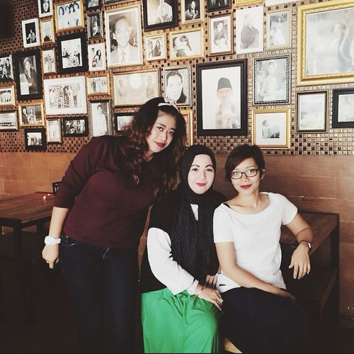 Trio Kwek kwak at Suwe Ora Jamu Mobile Upload-Me & Friends Forever Friends - ITag Coffee Time With Friend By ITag