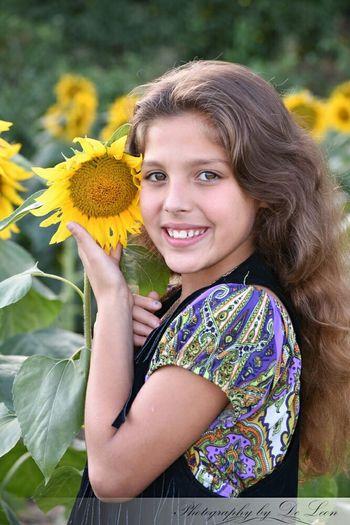 Sunflowers🌻 Kansas Taking Photos Family MyNeice Check This Out Eeyem Kid Portrait Cuteeee♥♡♥ Helloworld