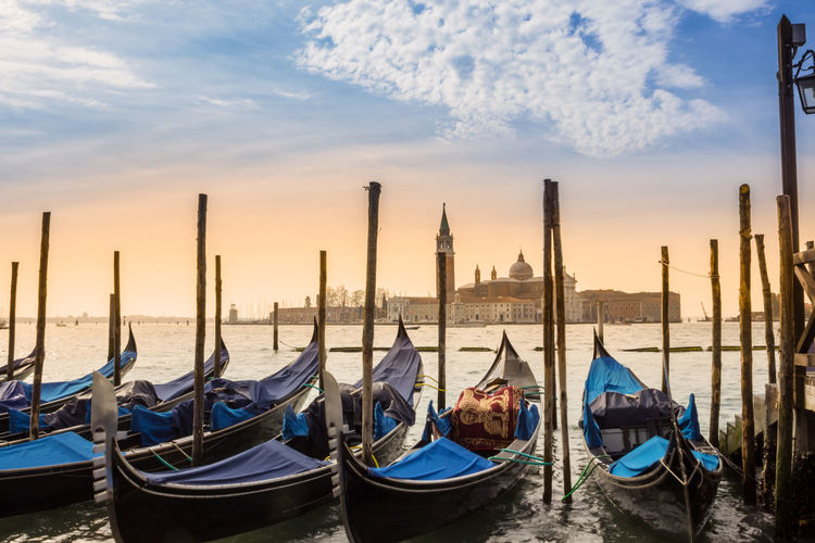 Morning Light Building Exterior Canal Gondola - Traditional Boat Mode Of Transportation Nautical Vessel No People Outdoors Sky Sunrise Transportation Travel Travel Destinations Venise Water