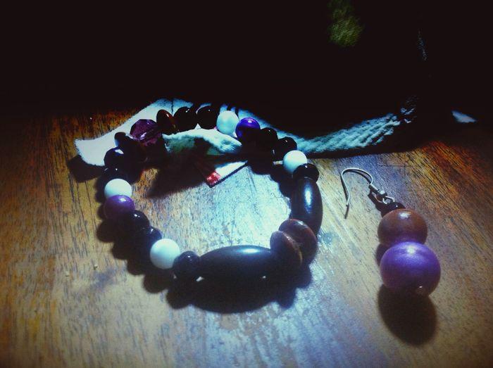 ArtWork Bracelet Pendant Little Maket Parenthesis Perle De Lune Bois Nepal un présent qui fait plaisir à tous et j'ai pas mal de perles ou de pierres de couleurs... Sur ce site vous y verrez aussi mes productions plus grosses et des lampes , mes prix sont proportionnels au temps passé , non à la vraie valeur de la chose .;)see you maybe