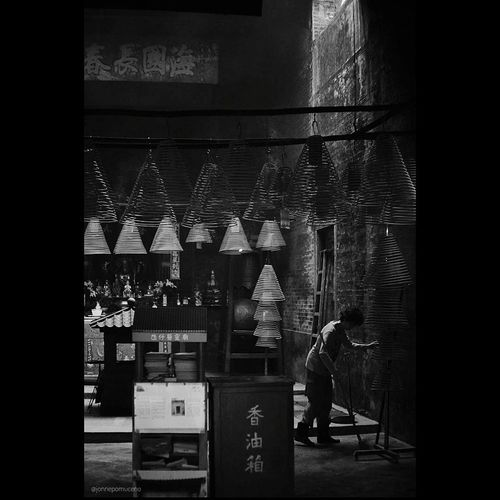 Sweep your soul Streetphotography Temple FUJIFILM X-T10 Black And White Photography Fujifilm_xseries Black And White