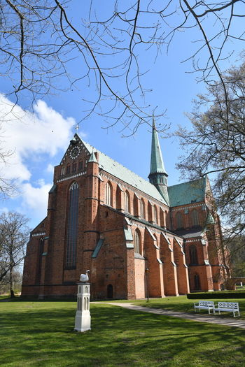 Zu Besuch in Bad Doberan Bad Doberan Münster Kirche Church Church Architecture Mecklenburg-Vorpommern Architecture Built Structure Building Exterior Sky Belief Religion Tree Place Of Worship Plant Spirituality Building Nature Grass Day No People Low Angle View Lawn Outdoors
