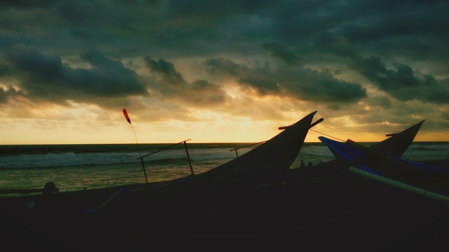 Alamindonesia Alam_indonesia Yogyakarta Cloud - Sky Indonesiaku Nature Outdoors Sky sunset #sun #clouds #skylovers #sky #nature beautifulinnature naturalbeauty photography landscape [ Sunsetphotographs Dawn Light Kapal Boats And Sea