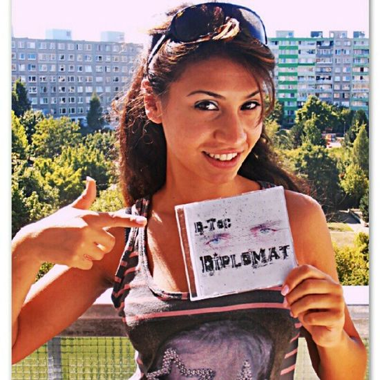 She is listening to D-Toc - Diplomat mixtape... And you? Get yours: http://dstats.net/fwd/y13zd // Ona poslouchá mixtape D-Toc - Diplomat... A co ty? Získejte svůj: http://dstats.net/fwd/y13zd ( Fametube Diplomat Outherehustling Tagsforlikes cover mixtape hiphop rap czech music hudba zdarma free download stazeni cool fresh style def fan girl smile smiling streetview street view hot sexy copy )