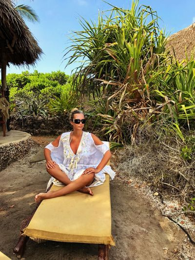 One Person One Woman Only Sitting Real People Outdoors Tree Women Scenics Tranquility Africa Resort Beachvilla Happiness Leisure Activity Lifestyles Serene People Vacations Wellbeing Tourist Resort Wealth White Dress
