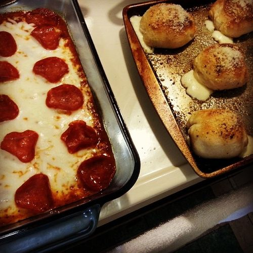 My Roommate  is amazing!!! Pizzadip Mozzarellabiscuits Goodstuff food